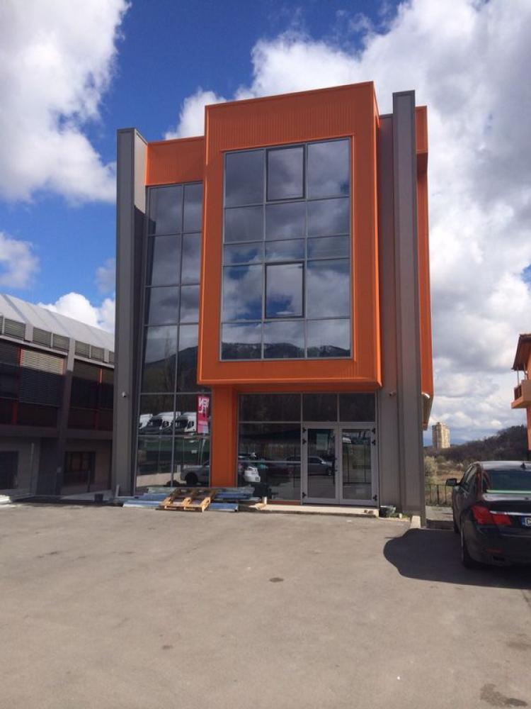 Офис сграда и складове